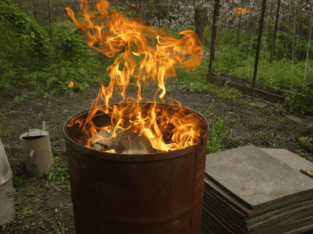 Металлическая бочка для сжигания мусора | Можно ли сжигать мусор на своем участке