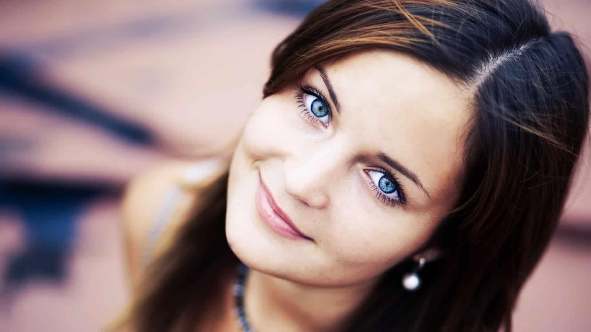 Какой цвет глаз и кожи подходитбрюнеткам