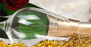 Как украсить шампанское на свадьбу своими руками