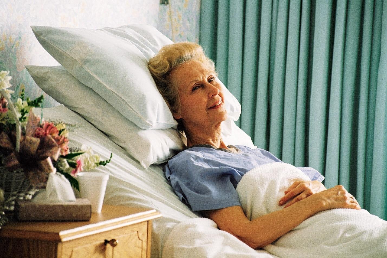 Как часто менять постельное белье пожилым людям