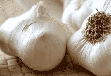 Как избавиться от запаха чеснока изо рта