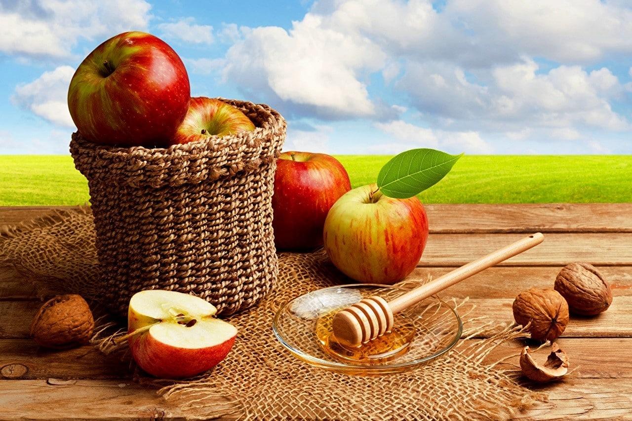 Не забываем о яблоках и орехах | Как избавиться от запаха чеснока изо рта