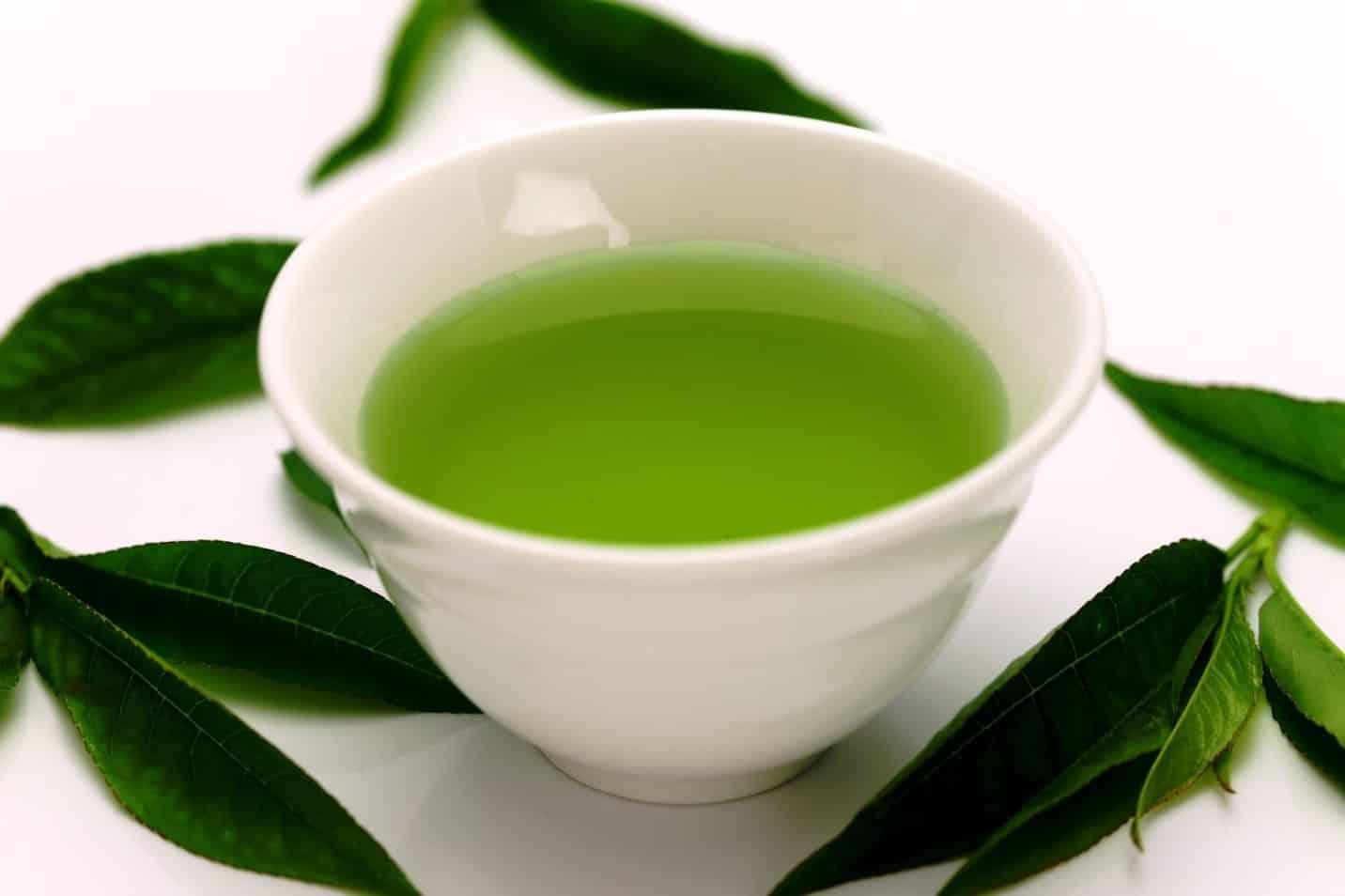 Боремся с запахом вместе с зеленым чаем | Как избавиться от запаха чеснока изо рта