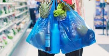 Как хранить пакеты на кухне: идеи и лайфхаки