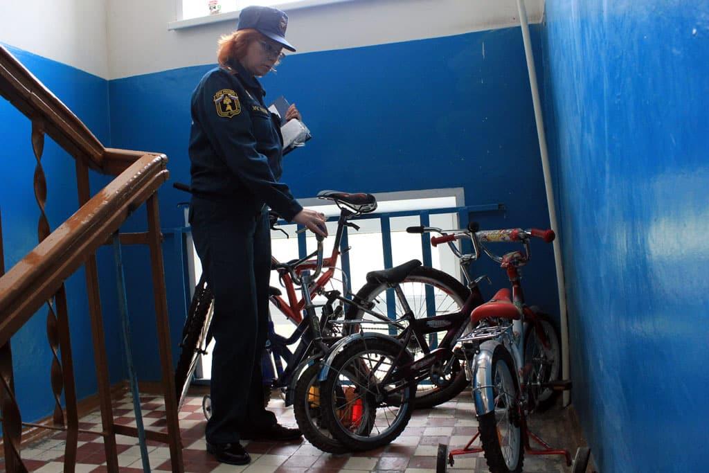 Можно ли оставлять велосипед в подъезде | Как хранить велосипед зимой: на балконе, в гараже, в квартире