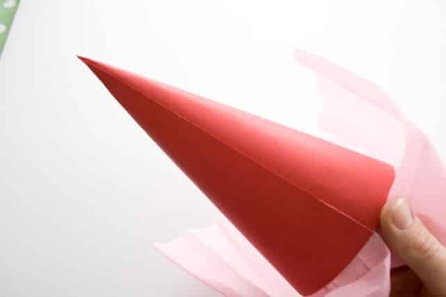 Как сделать кулек для конфет | Как сделать конус из бумаги пошаговая инструкция