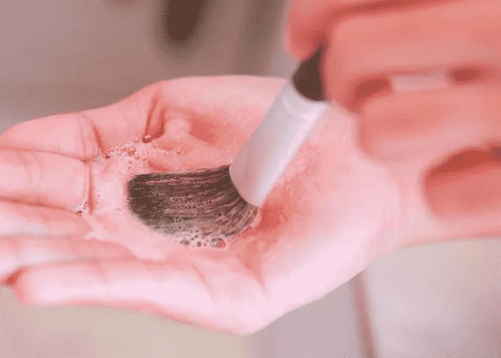 Распространенные ошибки при очищении кистей и спонжей | Как мыть кисти для макияжа в домашних условиях
