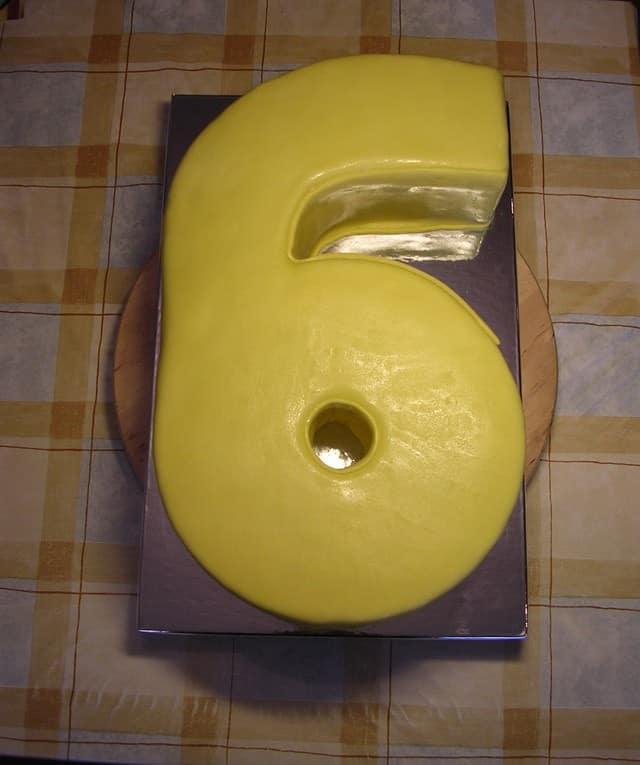 Как сделать цифру 6 из бисквита