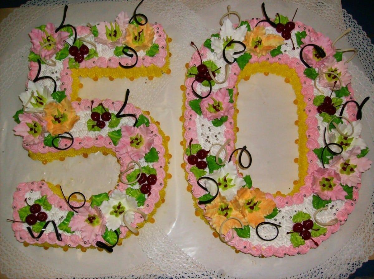 Как украсить бисквитную цифру