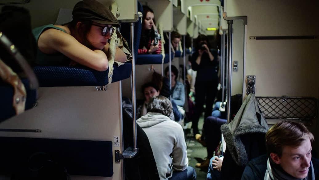 Что важно учитывать перед покупкой билета | Как выбрать место в поезде: плацкарт, купе, сидячие места