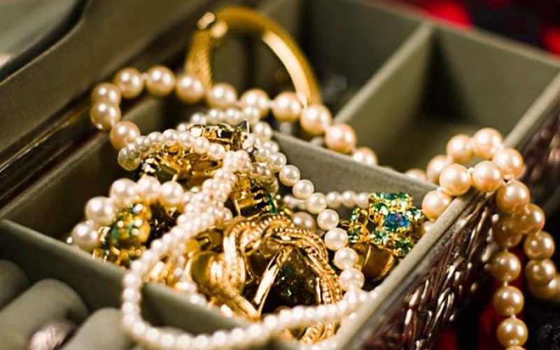 Советы и рекомендации по уходу за золотыми изделиями